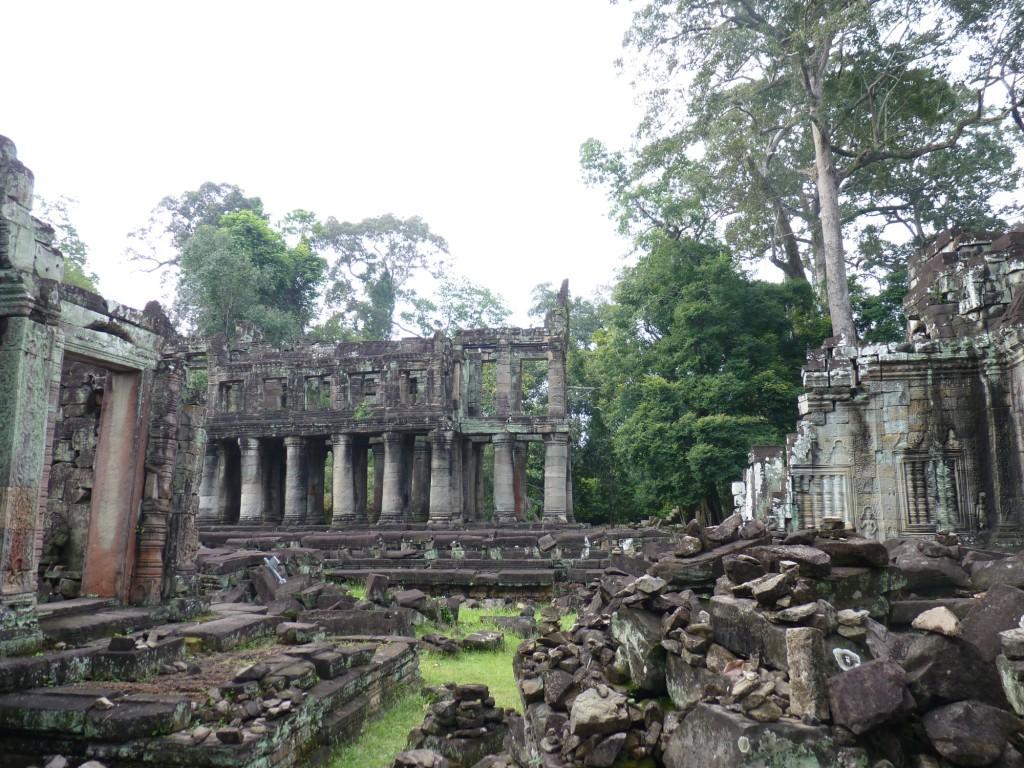 Sophie et guillaume autour du monde angkor for Un jeu de miroir sohrab khan